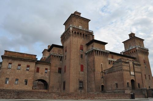 Il Castello degli Estensi nel centro storico, patrimonio Unesco