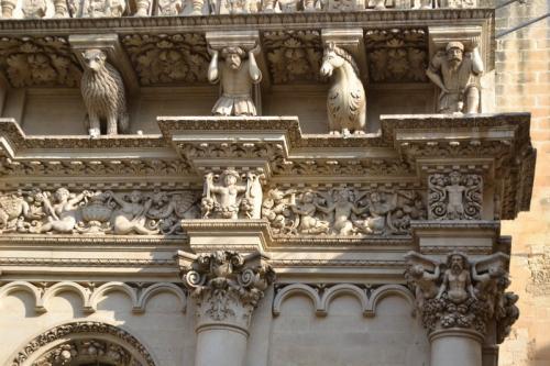 dettaglio dei fregi della Basilica Pontificia minore di Santa Croce