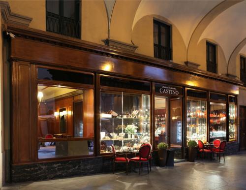 Le vetrina dell'Antica Pasticceria Castino