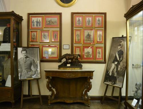 Nelle foto due generazioni: Gianni Agnelli (figlio) e a destra Giovanni Agnelli padre
