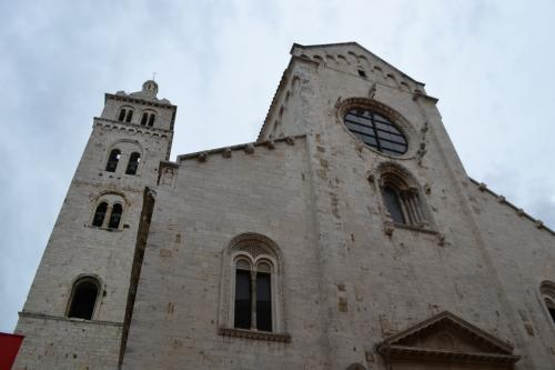la facciata romanica della cattedrale di Barletta