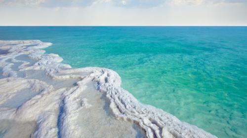 Mar Morto: acque uniche che esalano vapori di cloruro di magnesio, sodio, potassio e zolfo. Il mix ha proprietà terapeutiche uniche