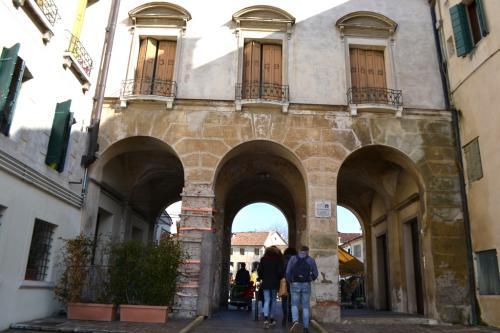 Treviso, tra calli, piazze e pontili