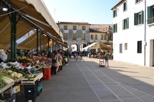 La piazzetta del mercato della verdura