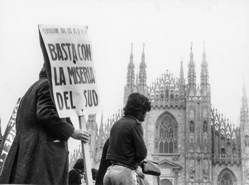 manifestanti dei vari sindacati contro la miseria del Sud