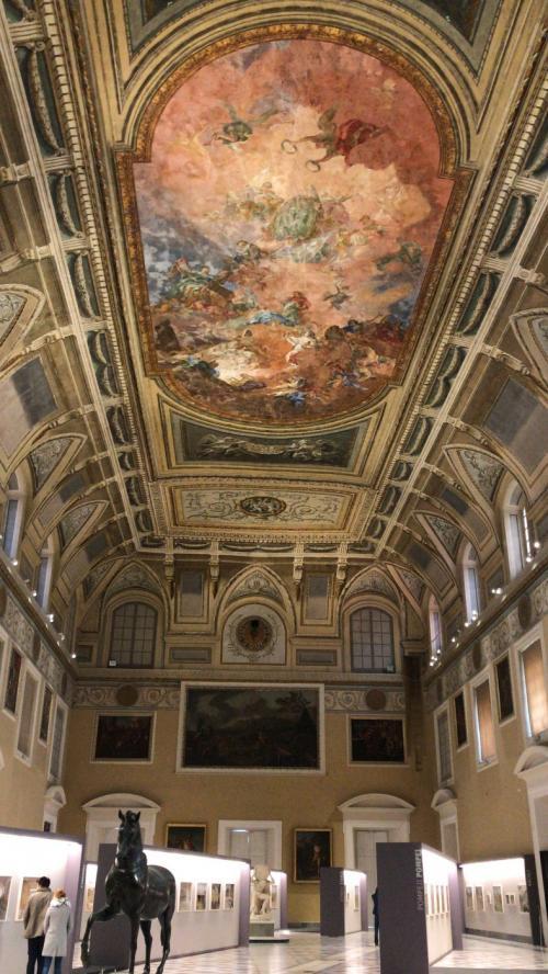 La sala della meridiana del Museo archeologico di Napoli