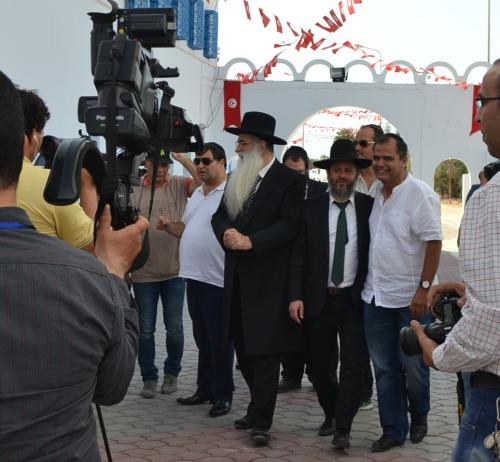 L'arrivo alla sinagoga del Rabbi di Gerusalemme