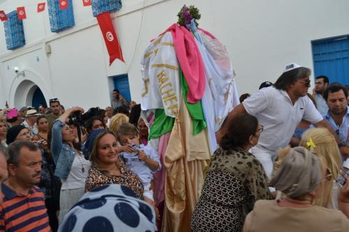 La processione con il maestro cantatore yiddish