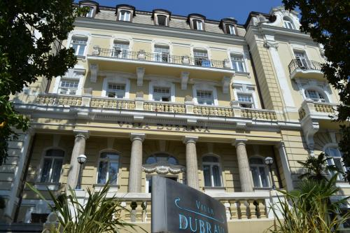 Nella Perla del Quarnero almeno 35 alberghi, molti dei quali 4 e 5 stelle (foto C.Perer)