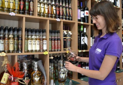 Tra i prodotti tipici i liquori, tra i quali il travernino (foto C.Perer)