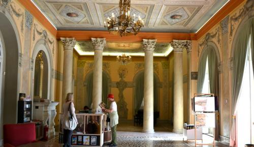 Villa Angiolina fu la prima di altre 500 ville che rendono unico il lungomare (foto C.Perer)