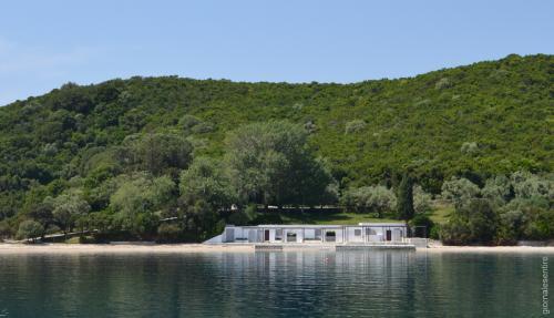 i nuovi bagni costruiti da Abramovic (foto.C.Perer)
