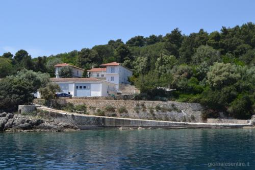 I magazzini e i garages dell'isola (foto.C.Perer)