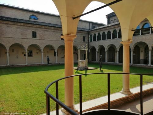 Il chiostro della Chiesa di San Francesco a Ravenna