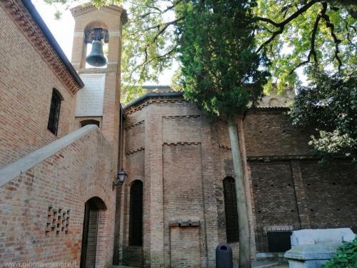 Qui è anche conservata la teca dove vennero rinvenute le ossa di Dante