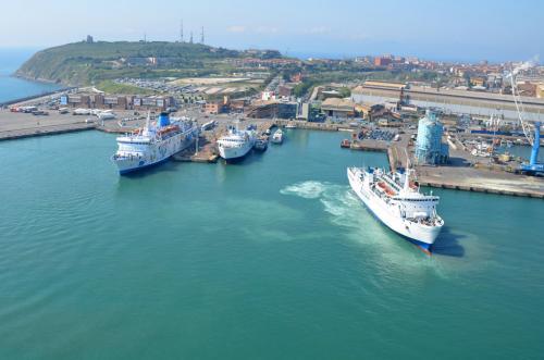 Piombino, partono da questo porto i traghetti verso il Giglio