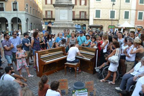 Piano Buskers, meraviglia all'ombra del Savonarola