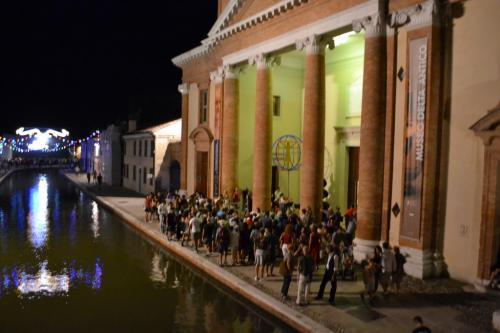 Ogni anno il FERRARA BUSKERS ON TOUR: questa è la tappa molto suggestiva di Comacchio
