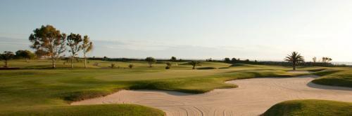 I 10 campi da golf di Tunisia sono apprezzati dalla clientela europea:  1 ora di volo da Roma, mezz'ora in più da Milano, 1 ora da Marsiglia, due dalla Germania.