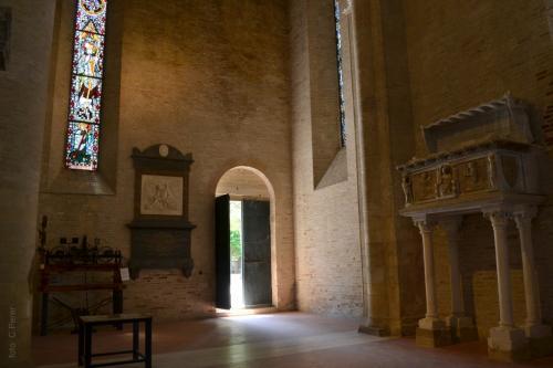 L'ingresso antico della Cattedrale: si entra dal romanico