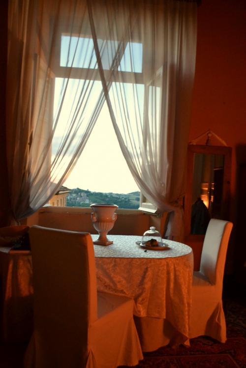 il panorama dalla Suite Studio Conte Antonio dà sulle dolcissime colline marchigiane