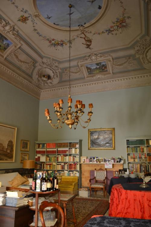 Una delle suite affrescate al piano nobile