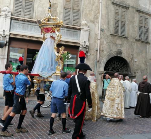 Quest'anno anche i Carabinieri in alta uniforme: mai così bella la processione dell'Ausiliatrice