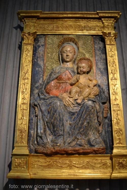 All'ingresso della valle c'è una chiesetta che ricorda le vittime dei cantieri per le dighe, con una splendida Madonna del '400 (foto: giornalesentire.it)