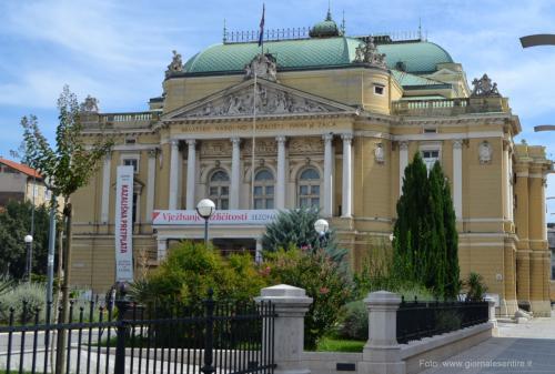 Il Teatro nazionale, stile viennese - foto C.Perer