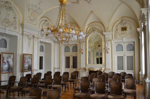 Il foyer usato anche per conferenze e incontri - foto C.Perer