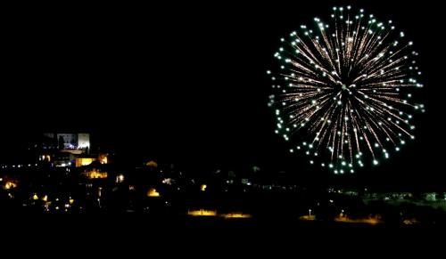 Il magico paese del Natale inizia con i fuochi d'artificio