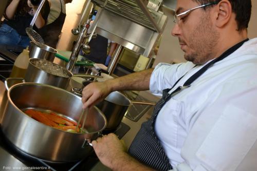 Lo Chef Fabio Poppa ai fornelli - foto www.giornalesentire.it