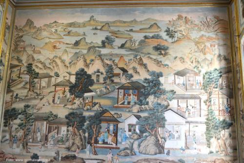 Le splendide carte da parati cinesi nella Galleria di Ponente, a fianco del salone d'onore. -  foto: giornalesentire.it