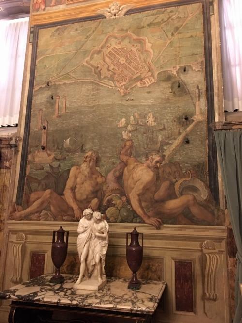 Buona parte della somma ora elargita verrà infatti destinata al restauro di uno dei suggestivi ambienti di Palazzo Pitti: la cosiddetta Sala di Bona