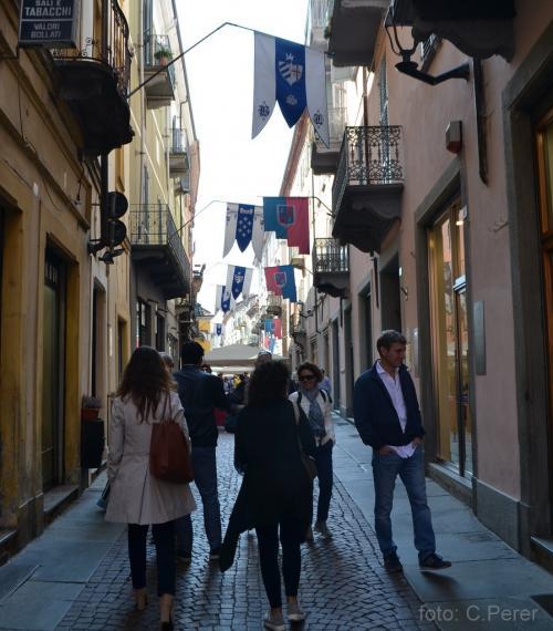 Alba imbandierata per Palio e Mostra Mercato - foto C.Perer