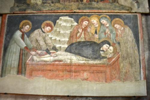 Splendidi affreschi medievali nella Chiesa del Santo Calzolaio (fotoservizio: www.giornalesentire.it)