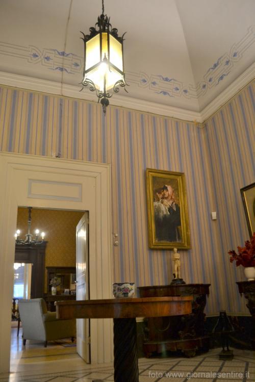 Casa Jatta: arredi di grande eleganza: in ogni stanza carte da parati raffinate (Foto: C.Perer)