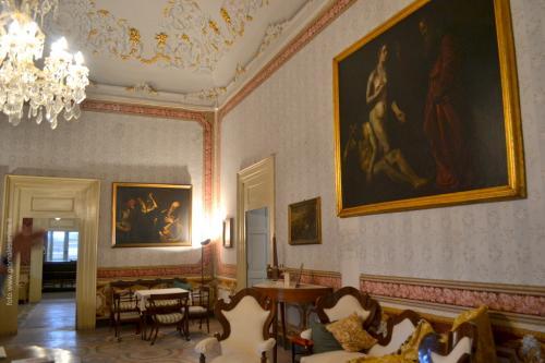 Il salone con tele di spirito caravaggesco (Foto: C.Perer)