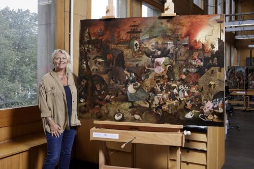 il celebre dipinto Dulle Griet torna nella Casa-Museo Mayer van den Bergh di Anversa dopo l'importante restauro