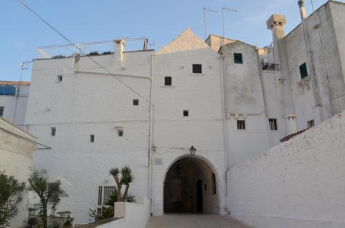 Una delle due porte di Cisternino (foto C.Perer)