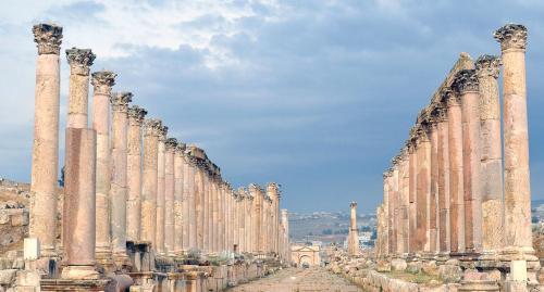 Colonnati e strade celebrano il trionfo dell'architettura romana