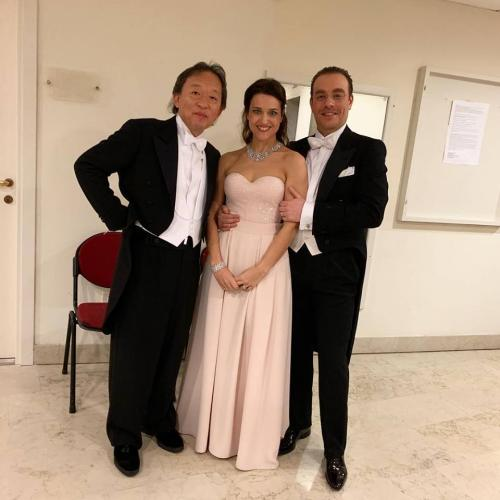 Con il maestro Myung-Whun Chung (che la chiama Wonder-Woman) e il marito alla Fenice di Venezia