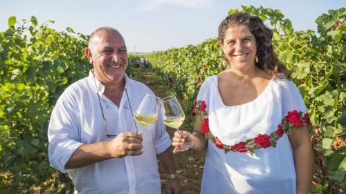 Il titolare di Schiena Vini con Carmen Mancarella brava promotrice della Puglia