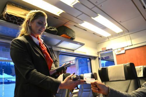 Personale a bordo treno (foto giornale SENTIRE)