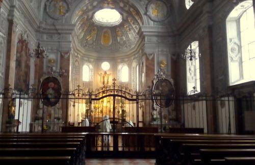 Le Figlie del Cuore di Gesù, monache di clausura originarie del Belgio e di madre lingua francese, pregano incessantemente in latino