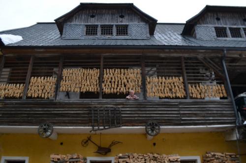 Il granaio di Joseph. ''C'è una ragione se le case hanno le pannocchie esternamente: daranno semente per l'anno successivo. Fa tutto Madre Natura