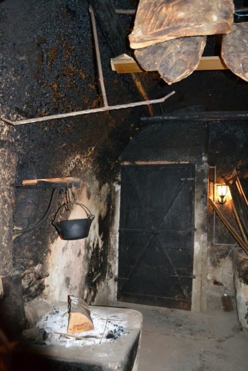 L'antica cucina risalente al 1300. qui cucinava la nonna di Joseph, qui lui affumica e stagiona il suo speck