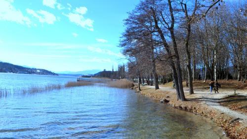 Una rilassante passeggiata sulle rive, è un percorso tra le ville della nobiltà austroungarica