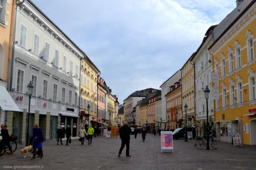 Il centro storico tutto pedonale: un piacere per lo shopping
