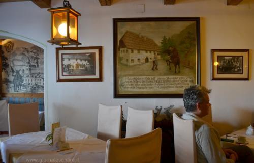 Il quadro antico che ritrae la locanda nel 1737